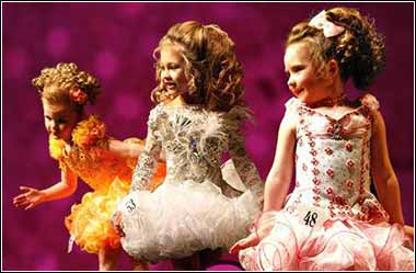 Little girls in a beauty pageant